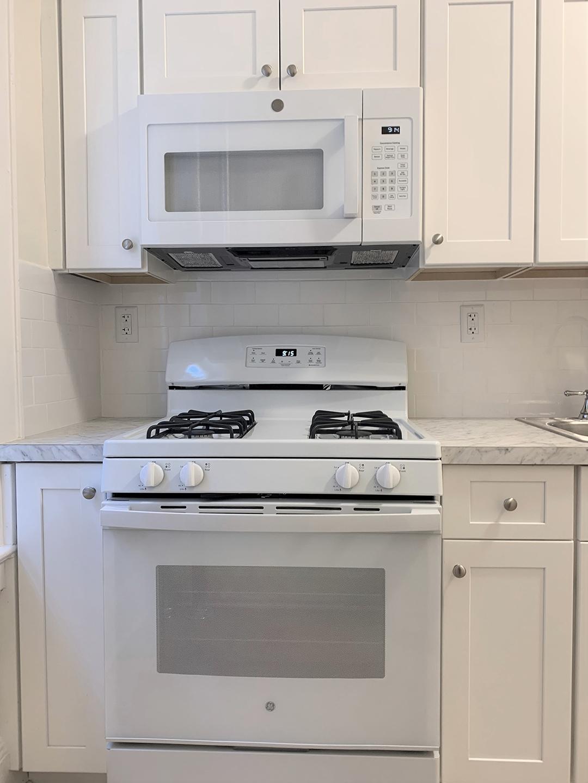 Kitchen stove in Elm Court