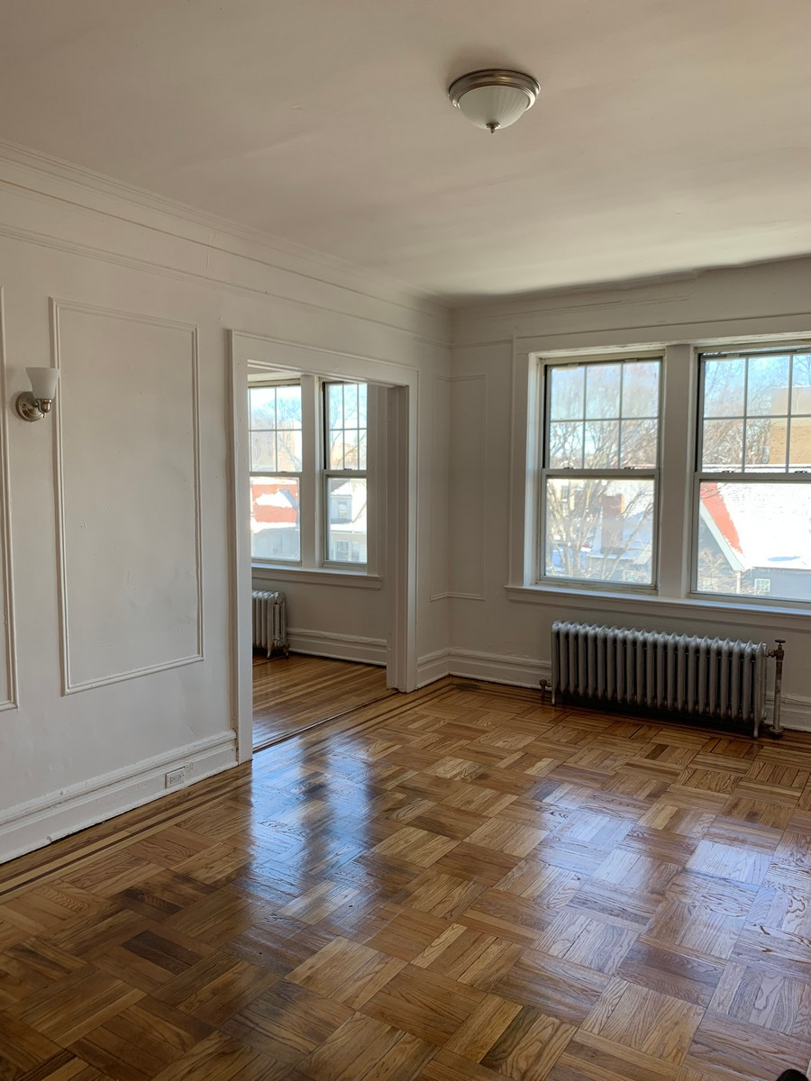 Mace Realty living room with windows
